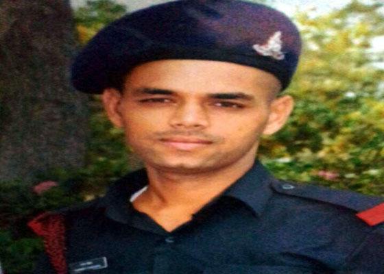CM वीरभद्र के राज में फौजी व उसके माता -पिता पर हमला,पुलिस की धमकी,पढ़े फौजी की हैरत भरी चिटठी