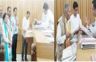 नामांकन के बाद सुखराम की तर्ज पर CM वीरभद्र के खिलाफ हमलावर हुए मनकोटिया,सरवीण भी उतरी