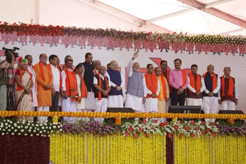 विजय रूपाणी ने गुजरात के मुख्यमंत्री के रूप में शपथ ग्रहण की