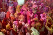 विधवाओं ने तोड़ी अंधविश्वास की जंजीरें, जमकर खेली वृंदावन में होली