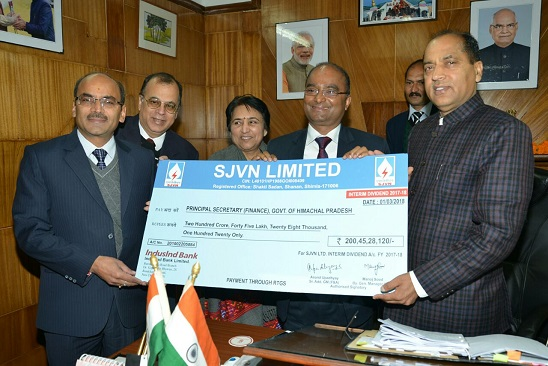 SJVNL ने दो अरब का चेक दिया CM जयराम को