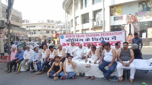 दिल्ली बंद: व्यापारियों ने निकाली 'सीलिंग' की शव यात्रा