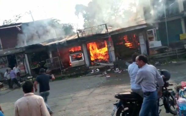 परौर में गैस सिलेंडर फटा, तीन दुकानें हुई राख