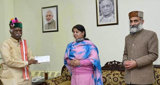 कोरोना विषाणु की जंग:जस्टिस विवेक ठाकुर ने  राज्यापाल को दिया 2 लाख 51 हजार का चेक