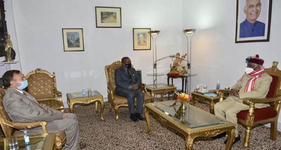 प्रदेश निजी शिक्षा संस्थान नियामक आयोग के अध्यक्ष मेजर जनरल  कौशिक की राज्यपाल से मुलाकात