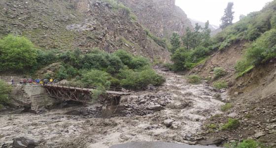 बारिश का तांडव ,14 की मौत , चार सौ सड़कें बंद, पांच पुल तबाह