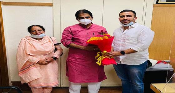 प्रतिभा और विक्रमादित्य ने दिल्ली में केसी वेणुगोपाल से की मुलाकात, मंडी से सुखराम पोते को मांग चुके है टिकट